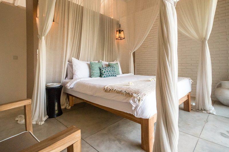 King Size Bed with Seating Area - Villa Mannao Estate - Kerobokan, Bali