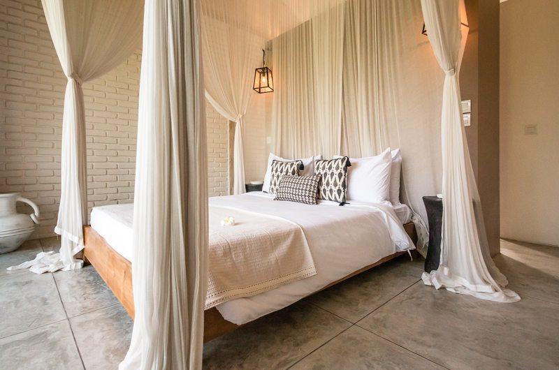 Spacious Bedroom with Mosquito Net - Villa Mannao Estate - Kerobokan, Bali