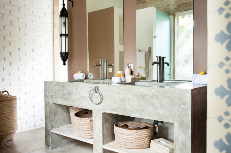 Bathroom with Mirror - Villa Mannao - Kerobokan, Bali