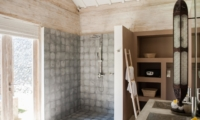 En-Suite Bathroom with Shower - Villa Mannao - Kerobokan, Bali