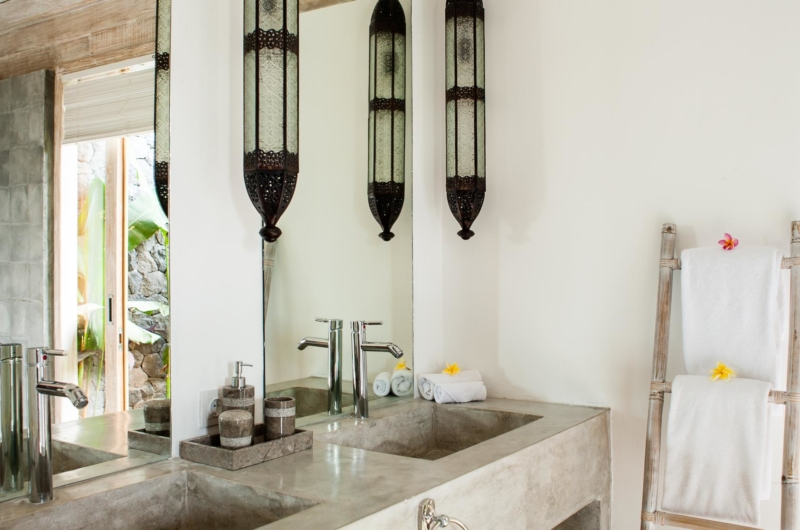 Bathroom with Lamps - Villa Mannao - Kerobokan, Bali