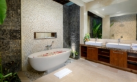 His and Hers Bathroom with Bathtub - Villa Maria - Legian, Bali