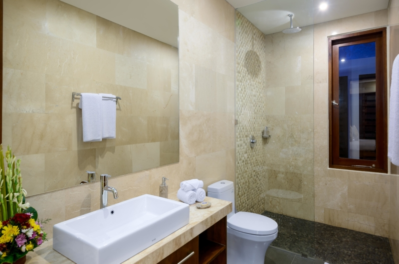 En-Suite Bathroom with Shower - Villa Maria - Legian, Bali