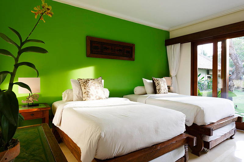 Twin Bedroom with Outdoor View - Villa Maridadi - Seseh, Bali