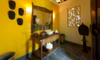 Bathroom with Mirror - Villa Maridadi - Seseh, Bali