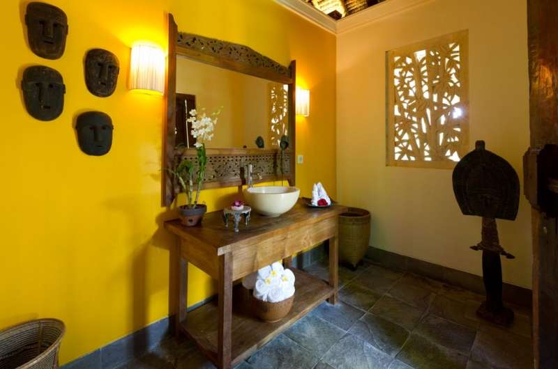 Bathroom with Mirror - Villa Maridadi - Seseh, Bali
