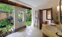 Spacious Bathroom - Villa Maridadi - Seseh, Bali