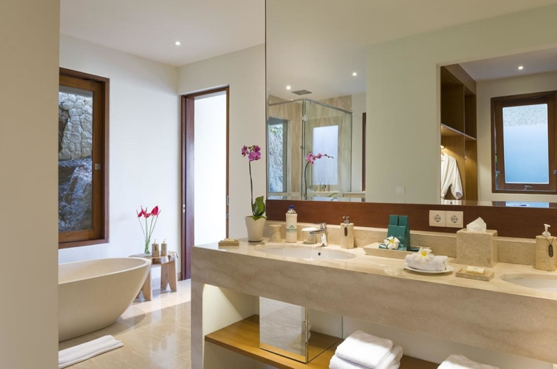 En-Suite Bathroom with Bathtub - Villa Markisa - Ungasan, Bali