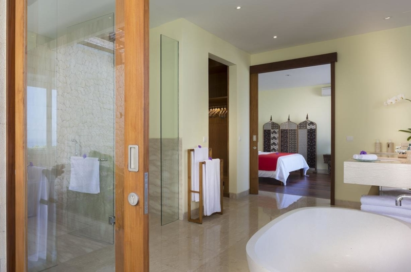 Bedroom and En-Suite Bathroom - Villa Markisa - Ungasan, Bali