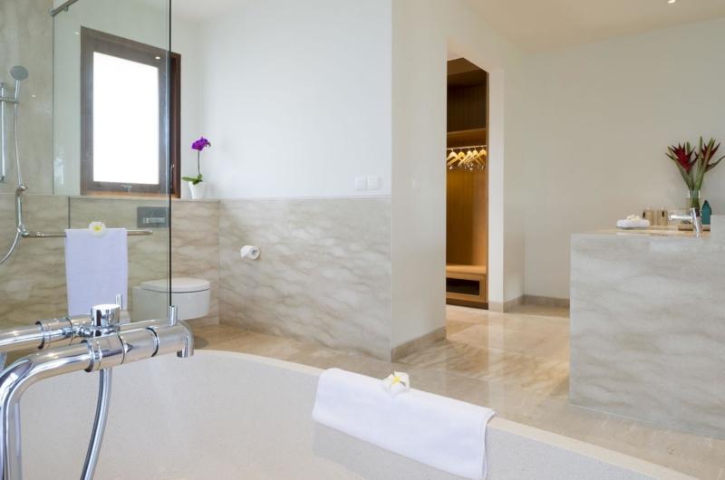 En-Suite Bathtub - Villa Markisa - Ungasan, Bali
