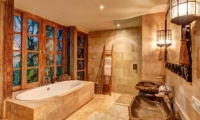 En-Suite Bathroom with Bathtub - Villa Massilia - Seminyak, Bali