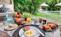 Outdoor Dining with Breakfast - Villa Massilia - Seminyak, Bali