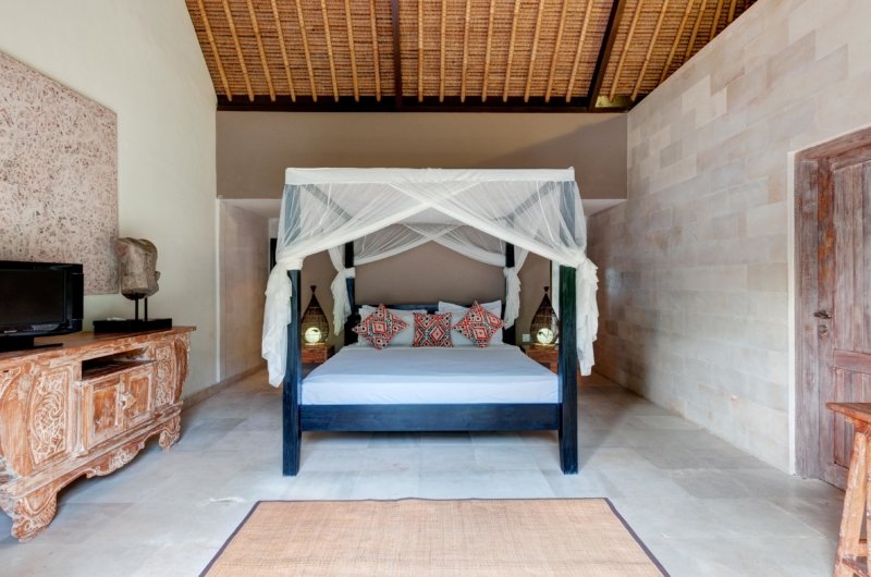 Bedroom with Four Poster Bed - Villa Massilia - Seminyak, Bali