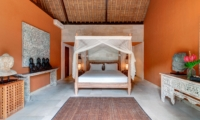 Spacious Bedroom with Four Poster Bed - Villa Massilia - Seminyak, Bali
