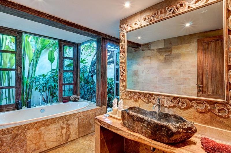 En-Suite Bathroom - Villa Massilia - Seminyak, Bali