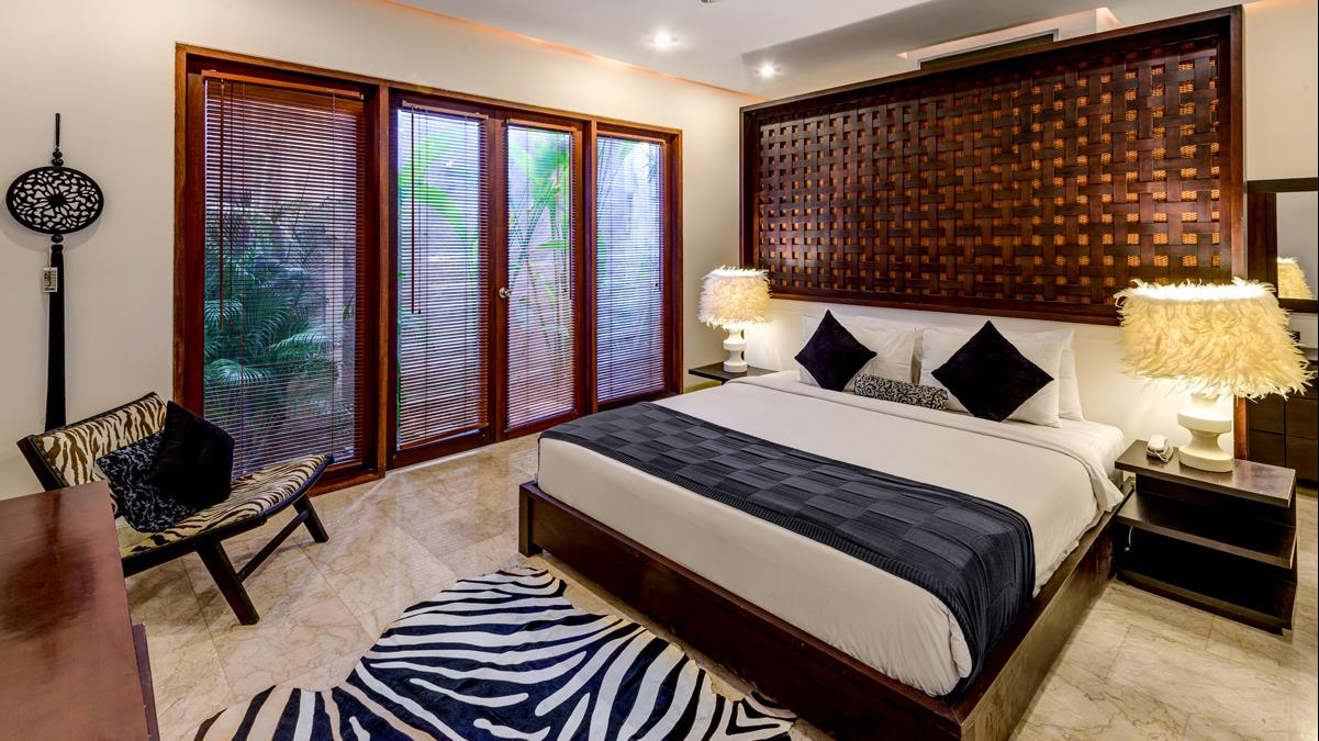 Bedroom with Table Lamps - Villa Menari Residence - Seminyak, Bali
