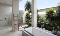 Semi Open Bathroom with Bathtub - Villa Merayu - Canggu, Bali