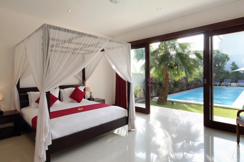 Four Poster Bed with Pool View - Villa Merayu - Canggu, Bali