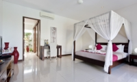 Four Poster Bed with TV - Villa Merayu - Canggu, Bali
