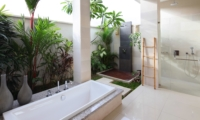 En-Suite Bathroom with Shower - Villa Merayu - Canggu, Bali