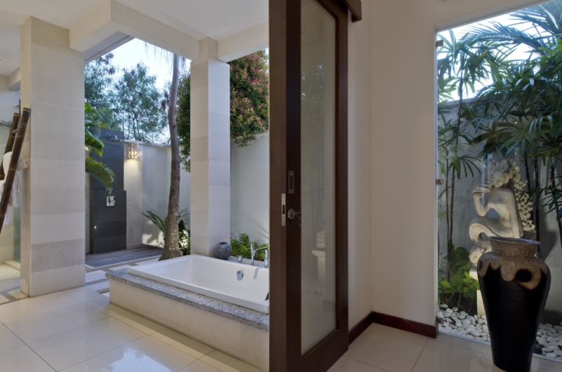 Bathroom with Bathtub - Villa Merayu - Canggu, Bali