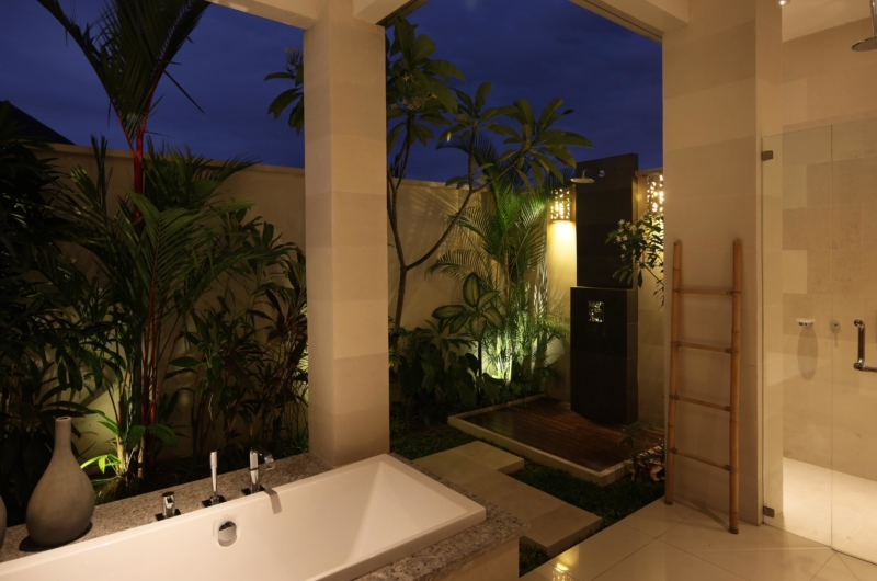 Bathroom with Bathtub at Night - Villa Merayu - Canggu, Bali