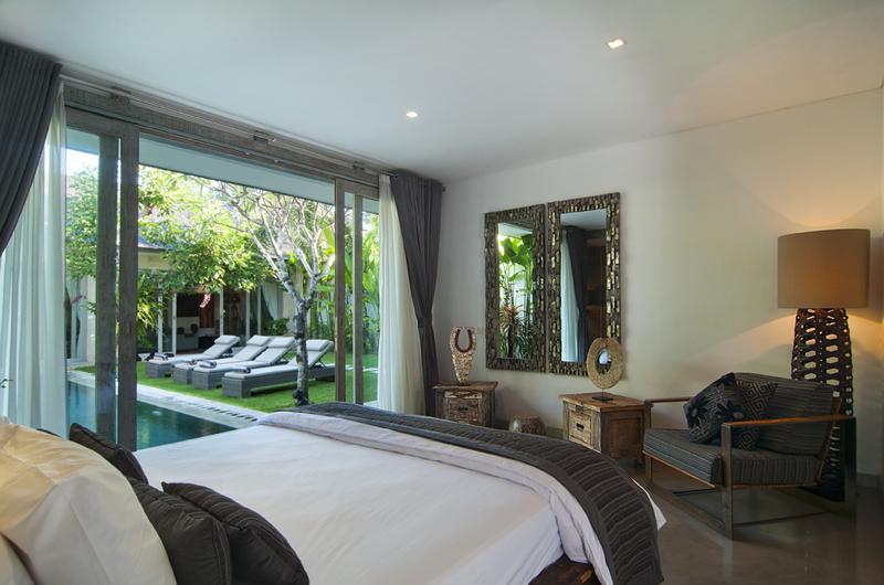 Bedroom with Mirror - Villa Mia - Canggu, Bali