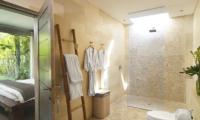 Bedroom and Bathroom - Villa Mia - Canggu, Bali