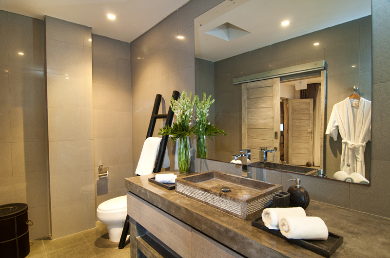 Bathroom with Mirror - Villa Mia - Canggu, Bali