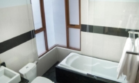 Bathroom with Bathtub - Villa Michelina - Legian, Bali