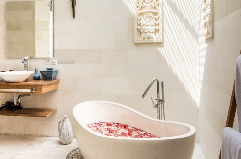 Romantic Bathtub Set Up - Villa Miro - Seminyak, Bali