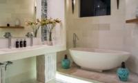 Bathroom with Bathtub - Villa Miro - Seminyak, Bali