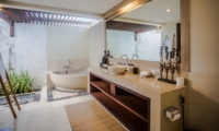 Bathroom with Bathtub - Villa Nelayan - Canggu, Bali