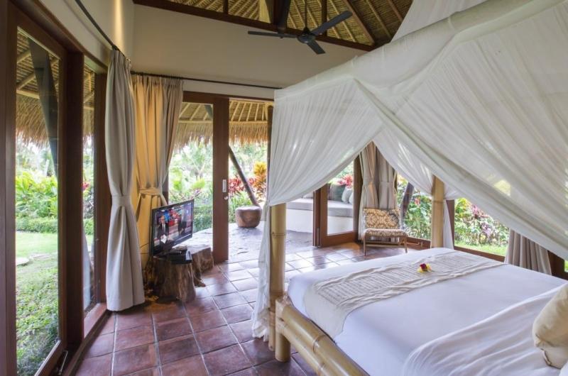Bedroom with TV - Villa Omah Padi - Ubud, Bali