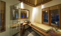 En-Suite Bathroom with Bathtub - Villa Omah Padi - Ubud, Bali