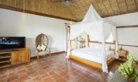 Bedroom with Seating Area - Villa Omah Padi - Ubud, Bali
