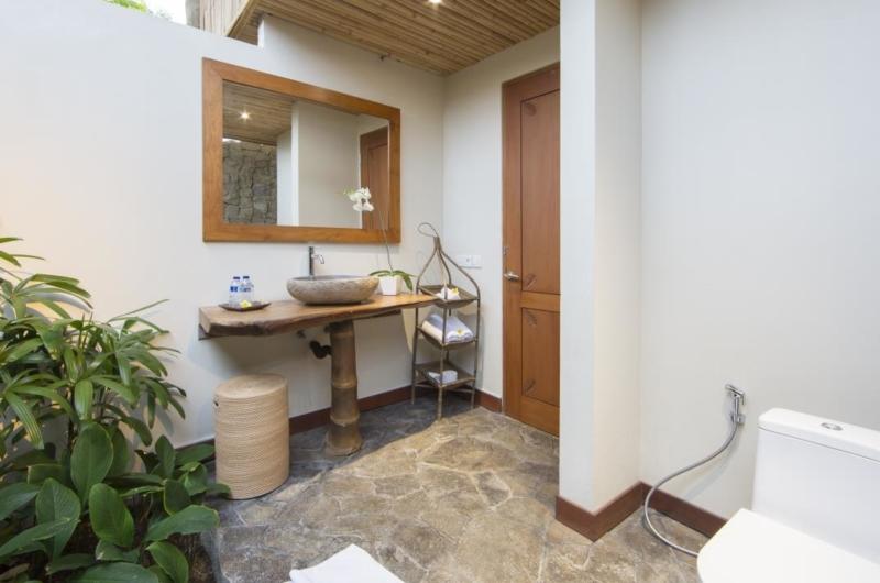 Bathroom with Mirror - Villa Omah Padi - Ubud, Bali