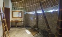 En-Suite Bathroom with Mirror - Villa Omah Padi - Ubud, Bali