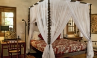 Four Poster Bed - Villa Oost Indies - Seminyak, Bali