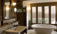 Bathroom with Bathtub - Villa Oost Indies - Seminyak, Bali