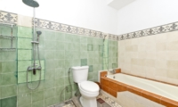 En-Suite Bathroom with Bathtub - Villa Orchid Sanur - Sanur, Bali