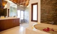 Bathroom with Bathtub - Villa Origami - Seminyak, Bali