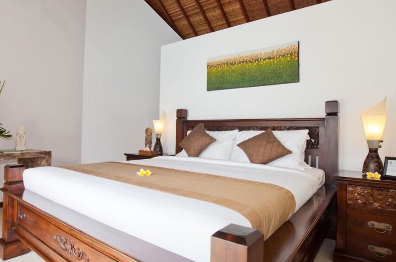 Bedroom with Table Lamps - Villa Origami - Seminyak, Bali