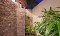 Semi Open Shower - Villa Origami - Seminyak, Bali