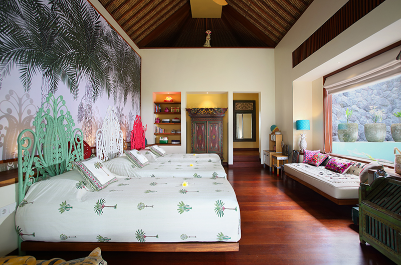 Bedroom with Triple Beds and Seating Area - Villa Palem - Tabanan, Bali