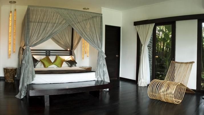 Bedroom with Wooden Floor - Villa Palm River - Pererenan, Bali