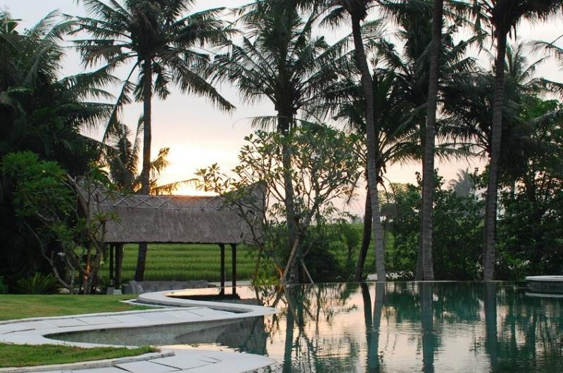 Pool Side - Villa Palm River - Pererenan, Bali