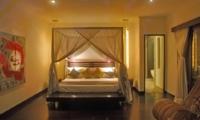Four Poster Bed at Night - Villa Palm River - Pererenan, Bali