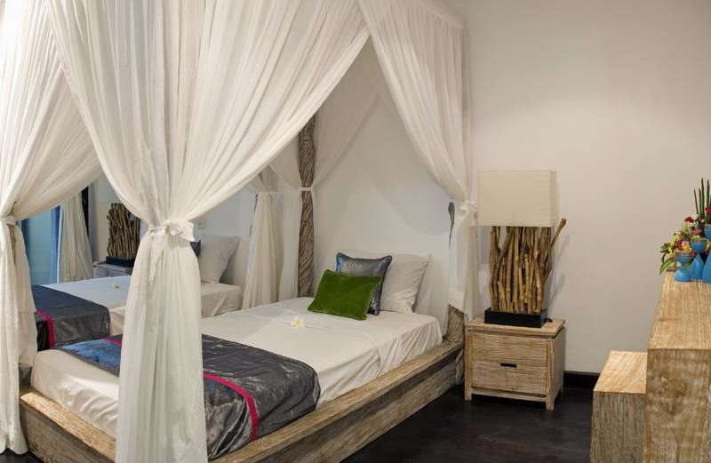 Twin Bedroom with Mosquito Net - Villa Palm River - Pererenan, Bali