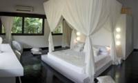 Bedroom with Side Table - Villa Palm River - Pererenan, Bali